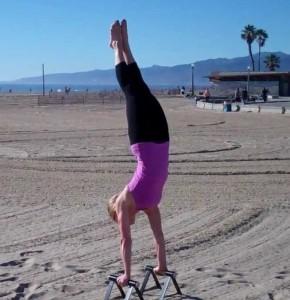 Jen Ferruggia handstand2